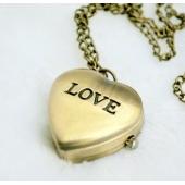 "Mini montre clapet coeur ""Love"""