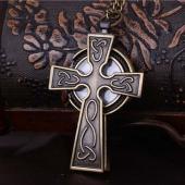 Montre collier croix gothique